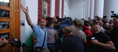 Штурм Одеської мерії та битва з Нацгвардією: в натовпі пролунав вибух (ФОТО, ВІДЕО)
