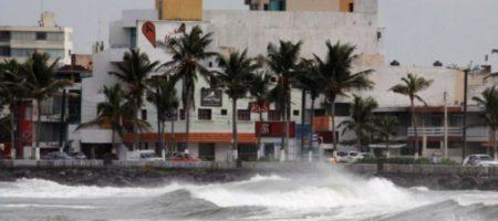 Сумасшедший ураган Ирма с огромной скоростью в сторону Санкт-Петербурга (ЖУТКИЕ КАДРЫ)