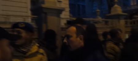 """""""Я провокатор?! Я в аэропорту воевал!"""": в сети появилось видео драки нардепа Соболева с протестующим"""
