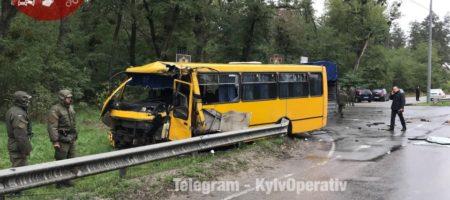 Смертельное ДТП: на Киевщине врезалась рейсовая маршрутка и автобус Нацгвардии, есть жертвы (ВИДЕО)