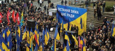 """""""Выводили женщин"""": журналисты узнали как нардепы сбежали из Рады"""