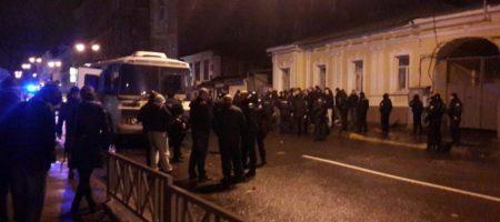 Жесткая драка в Харькове: громят всё вокруг (ВИДЕО)