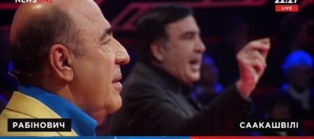 На премьере шоу «Украинский формат» Рабинович передал Саакашвили галстук и предложил «дожевать»