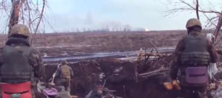 """""""Два танки уничтожили, охотимся за третьим"""" - в сети опубликовали кадры реального боя ВСУ с боевиками под Дебальцево (ВИДЕО)"""