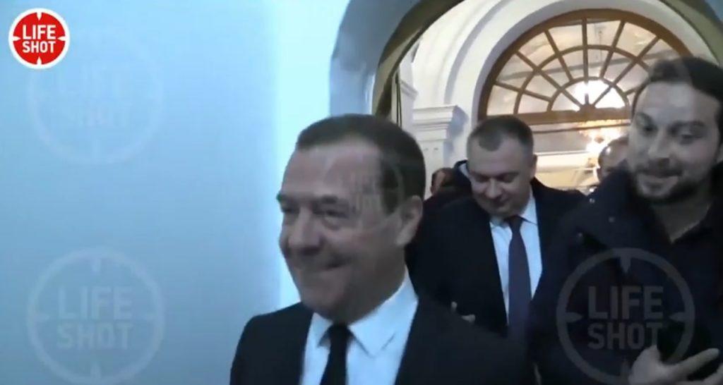 """""""Я что диб**л, я ещё жить хочу"""" - Медведев ответил пойдет ли на президентские выборы против Путина (ВИДЕО)"""