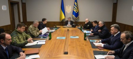 Порошенко экстренно созвал военных из-за тотального пересечения российских танков украинской границы на Луганщине