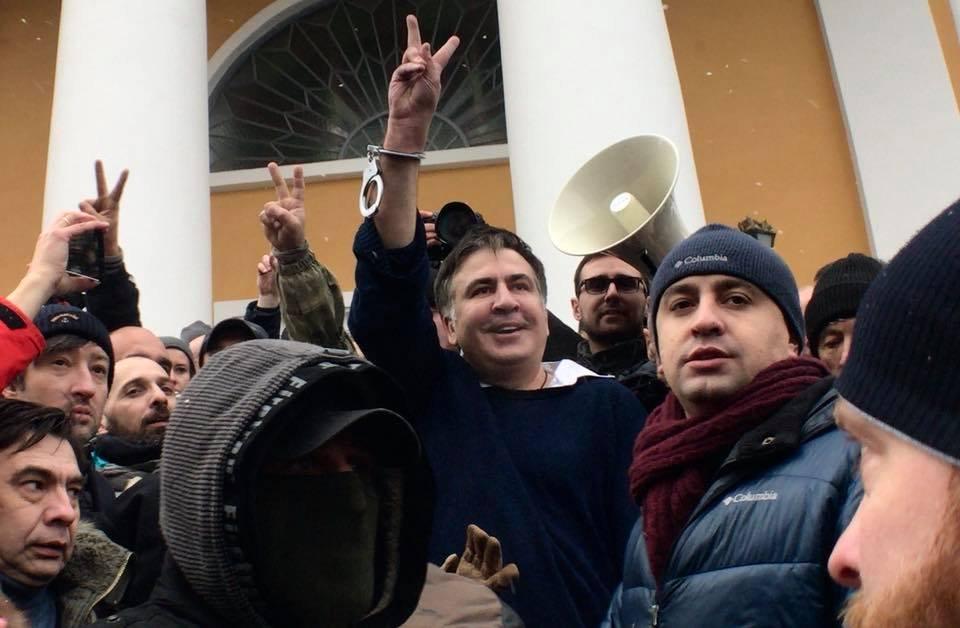 ОПРОС: Верите ли вы в обвинения в адрес Саакашвили, и как вы относитесь к этому политику?