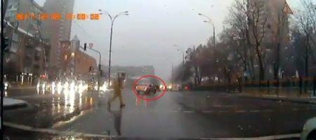 """""""Допоможіть, щоб я міг потримати за горло того г***на!"""" В Киеве водитель сбил Вирастюка младшего на пешеходном переходе и сбежал (ВИДЕО)"""