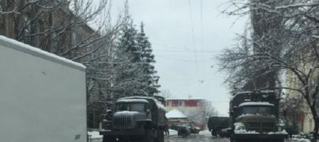 """""""После взрыва, началась стрельба. Идут бои. Люди прячутся"""" - жители Донецка сообщают о боях в городе"""