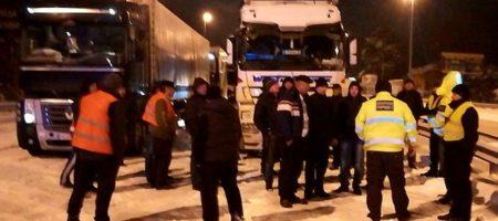 Патрульные заявили, что дальнобойщики специально блокируют въезд в Киев (ВИДЕО)