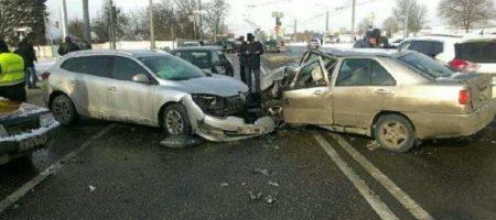 Крупное ДТП в Харькове, столкнулось 5 автомобилей