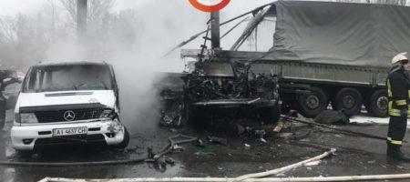 ДТП в Киеве: В фуру врезалось несколько автомобилей и сгорели. Въезд в столицу перекрыт (ВИДЕО)