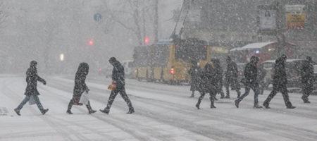Из-за сильного снегопада столичные власти могут ограничить въезд грузовиков в Киев