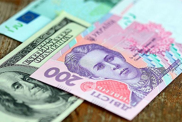 На межбанке курс гривны за доллар опустился ниже 28