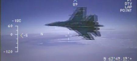 Опубликовано видео пролета российского Су-27 в 1,5 метрах от самолета-разведчика США