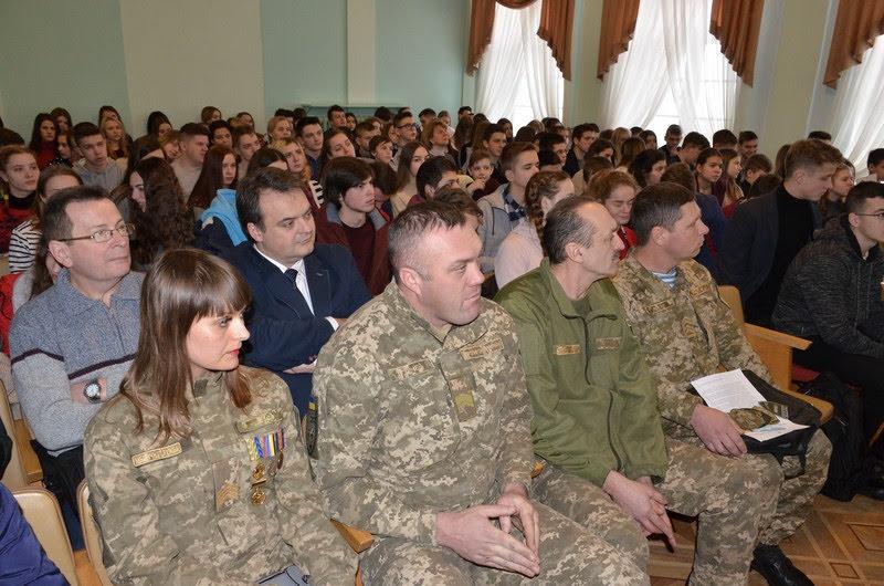 """Луцкие музейники презентовали проект """"Наши защитники"""""""