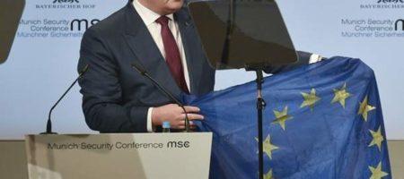 Порошенко в Мюнхене на конференции по безопасности показал флаг ЕС