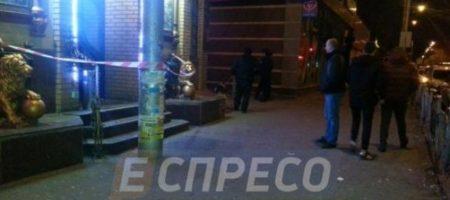 В Киеве возле ресторана смертельно ранили военного
