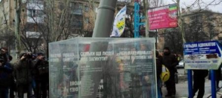 К третей годовщине обстрела Краматорска российскими боевиками, в городе открыли мемориал погибших героям Украины