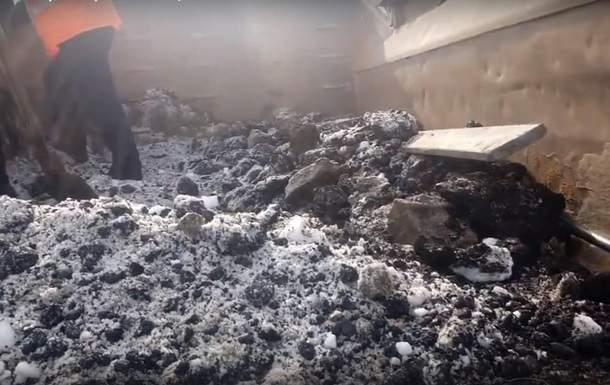 Россия встает с колен: новая методика применения снега вместо асфальта удивила интернет (ФОТО)