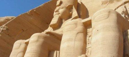 В Египте археологи случайно обнаружили статую фараона