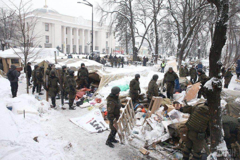 В МВД заявили, что изъятые гранаты в палаточном городке возле Рады, были боевыми