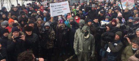 """""""Вы твари за всё ответите! Долой власть!"""" - массовый бунт в Волокамске Московской области, около 200 людей отравлены, люди бунтуют (ВИДЕО)"""