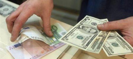 В феврале украинцы больше сдавали валюту в банки, чем покупали
