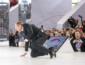 """""""На колени"""" - это карма! Лавров перед многотысячной толпой упал на сцене (ВИДЕО)"""