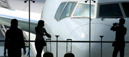В китайском городе Наньчан сильный ветер сорвал крышу с аэропорта. Об этом сообщаетNew Straits Times. Инцидент вызвал панику среди пассажиров, пишет Агримпаса ссылаясь на Подробности.