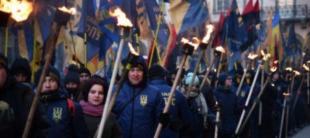 Во Львове прошло факельное шествие в годовщину гибели Романа Шухевича