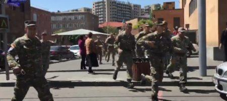 Военные перешли на сторону протестующих в Ереване, конец режиму Саргсяна в Армении