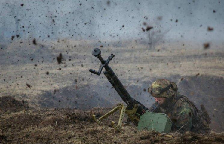 Ожесточенный бой идет на Светлодарской дуге: есть сообщение о большом количестве контуженых от мощного арт обстрела российскими боевиками
