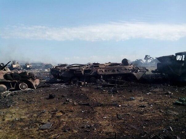Под Углегорском колона российских военных попала в засаду ВСУ: множество убитых оккупантов и уничтоженной техники (ВИДЕО 18+)