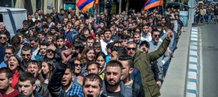 """В столице Армении - Ереване, вспыхнул """"Майдан"""": люди выступают против действующего проросийского президента Саргсяна (ВИДЕО)"""