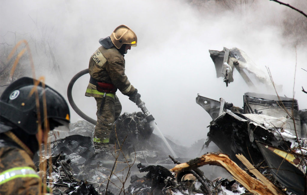 В Хабаровске на России рухнул вертолет с командирами, все погибли (ВИДЕО)