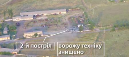 Украинские артиллеристы прямым попаданием уничтожили российскую зенитку (ВИДЕО С ДРОНА)