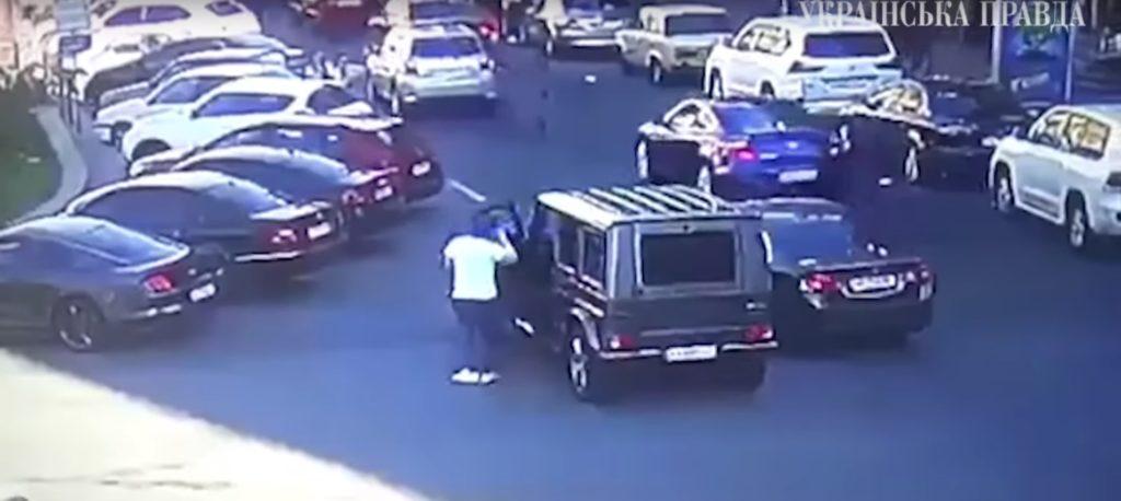 В сети появились кадры, как россияне избили в центре Киева нардепа Найема (ВИДЕО)