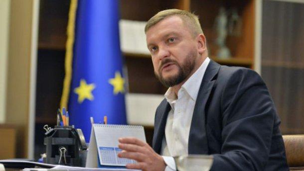 Андрей Портнов засветил шикарный отдых министра юстиций Украины Петренка за 3000 евро в сутки