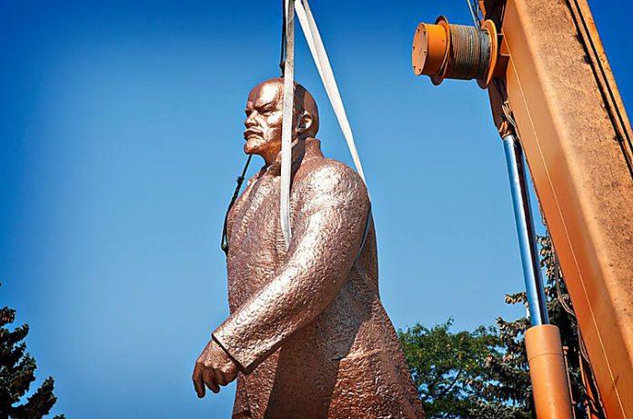 Вон русский мрак! В Казахстане начали декоммунизацию, массово сносят памятники