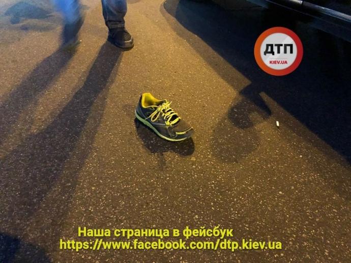 Появились фото и подробности как авто из кортежа Порошенка сбило велосипедиста в Киеве (ВИДЕО)