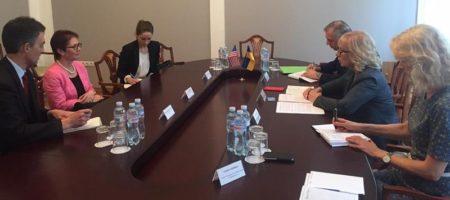 Людмила Денисова оратилась к американскому послу с просьбой повлиять на РФ, по вопросу политзаключенных