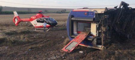 Страшная авария поезда в Турции: не менее 10 человек погибли