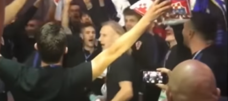 "Вида запел ""Хто не скаче, той..."" вместе со сборной Хорватии (ВИДЕО)"