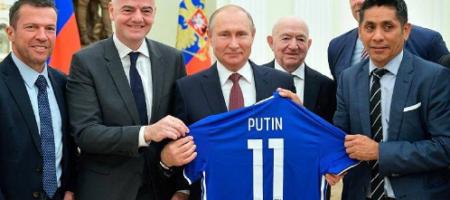 В сети напомнили главе ФИФА Инфантино об именной футболке для Путина (ФОТО)