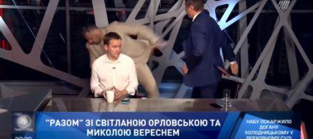Нардепы Мосийчук и Шахов устроили драку в прямом эфире телеканала Прямой и продолжили в лифте (ВИДЕО)