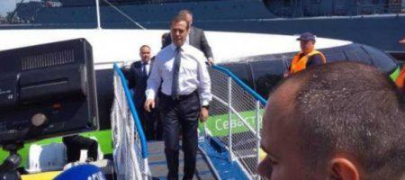 СКАНДАЛ НА РОССИИ: Медведев признал Севастополь Украиной, русские в ярости (СКРИНЫ)