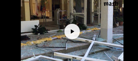 Сборное видео стрельбы в Керчи: и подробности о матери террориста которая спасала жертв сына (КАДРЫ 18+)