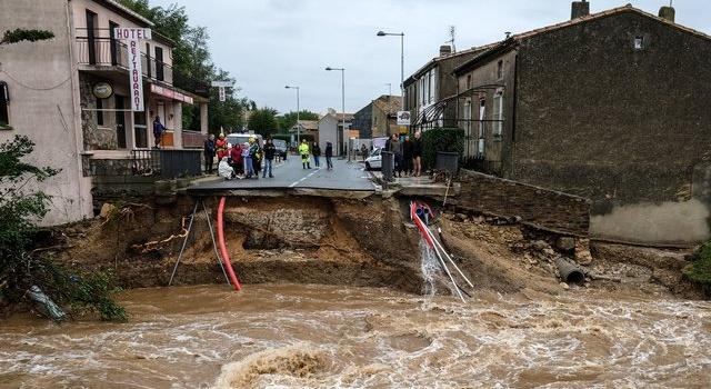 Огромные потопы во Франции: такого наводнения страна не видела 130 лет (ФОТО + ВИДЕО)