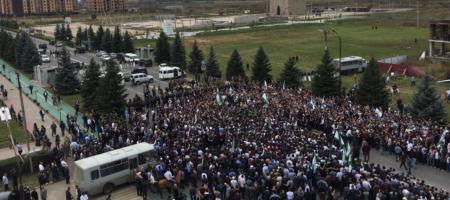 Население Ингушетии восстало! Под зданием парламента стрельба, чиновники бегут! В республики почти нет связи (ВИДЕО)